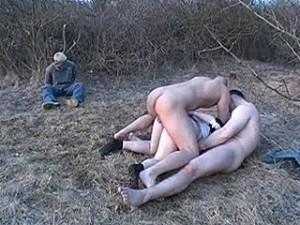 Verkrachtings orgie voor pas verloofd stel